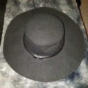 Kendall and Kylie flimsy black hat